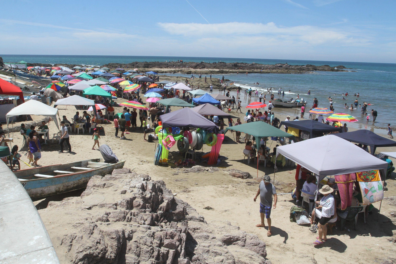 gente disfrutando en playas cerritos y playa brujas